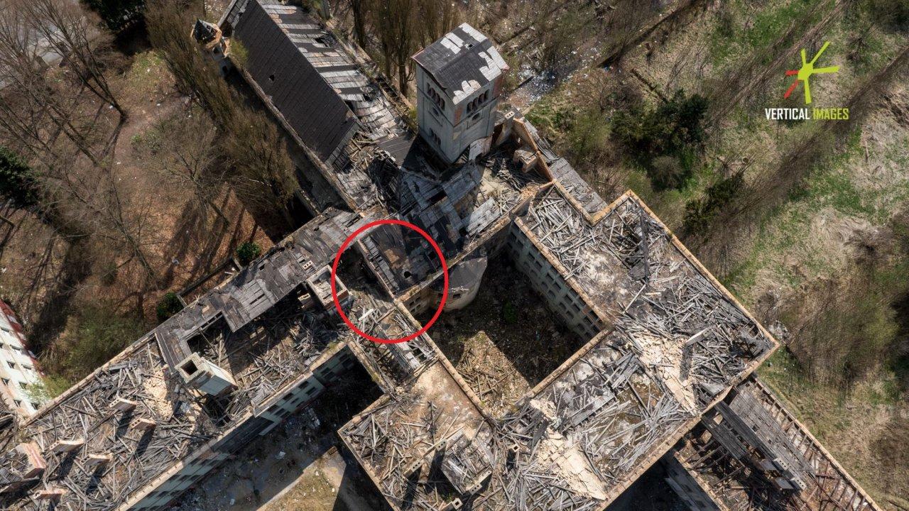 Lokalizace demoličních prací ze dne 20. dubna 2016 v prostoru severozápadního nároží kostela Nalezení sv. Kříže