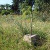 Bražec - Würknerův kříž | zdevastovaný Würknerův kříž na úpatí Kostelní hůrky nad Bražcem - červenec 2015