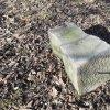 Dlouhá - železný kříž | část rozvaleného žulového podstavce s kovaným trnem pro usazení na základový sokl - březen 2017