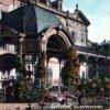 Karlovy Vary - Sadová kolonáda | vstupní pavilon na kolorované pohlednici z počátku 20. století