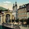 Karlovy Vary - litinová Vřídelní kolonáda | Vřídelní kolonáda na kolorované pohlednici před rokem 1939