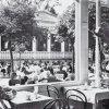 Karlovy Vary - Poštovní dvůr | zahradní restaurace na fotografii z doby před rokem 1945