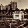 Karlovy Vary - hotel Imperial | zahrady hotelu Imperial na historické pohlednici z roku 1935