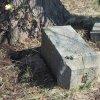 Pšov - Rösslův kříž | rozvalený podstavec bývalého Rösslova kříže v Pšově před obnovou - březen 2016