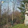 Chlum - sousoší Nejsvětější Trojice | pískovcové sousoší Nejsvětější Trojice při silnici do Pšova na západním okraji vsi Chlum - duben 2016