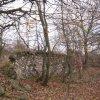Luka - židovský hřbitov | rozvalená ohradní zeď opuštěného hřbitova - listopad 2009