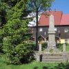Boží Dar - pomník obětem 1. světové války | přední strana pomníku obětem 1. světové války v Božím Daru před poslední rekonstrukcí - květen 2011