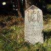 Rozhraní - pomník Antona Grögera | částečně zachovaný věnovací nápis na pomníku Antona Grögera u Rozhraní - říjen 2014