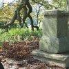 Skoky - železný kříž | zchátralý podstavec bývalého kříže nad zaniklou vsí Skoky - září 2015