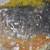 Krásné Údolí - smírčí kříž | vyryté inicály v betonu na hlavě smírčího kříže - duben 2013