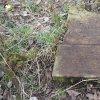 Lažany - Michlův kříž | horní část rozvaleného podstavce Michlova kříže u Lažan - duben 2016