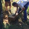 Semtěš - pískovcový kříž | vyzvednutá středová část podstavce obnovovaného pískovcového kříže - srpen 2016