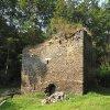 Pomezná - tvrz | torzo kamenné věže v Pomezné - září 201