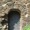 Pomezná - tvrz | portál původního vstupu věže - září 2016