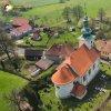 Kopanina - kostel sv. Jiří a sv. Jiljí | pozdně barokní kostel sv. Jiří a sv. Jiljí ve vsi Kopanina na leteckém záběru - duben 2017