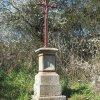 Chlum - Pfeiferův kříž | zchátralý Pfeiferův kříž u Chlumu - duben 2016