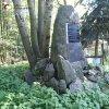 Boč - pomník obětem 1. světové války | zchátralý a zarostlý pomník obětem 1. světové války v Boči - říjen 2013