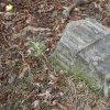 Louka - sousoší sv. Jana a Pavla | torzo podstavce středového litinového kříže osazeného původně mezi vrcholovými plastikami světců - březen 2016
