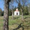 Žlutice - kaple sv. Jana Nepomuckého | kaštanová álej ke kapli - duben 2012