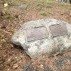 Poutnov - památník obětem 1. světové války | symbolický náhrobek vojáků Williho a Antona Dietschových v Poutnově - duben 2014