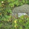 Poutnov - památník obětem 1. světové války | jeden ze symbolických náhrobků s odtrženou nápisovou deskou - červenec 2018