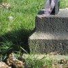 Andělská Hora - Hacklův kříž | nízký žulový podstavec renovovaného Hacklova kříže u Andělské Hory - květen 2018