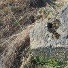 Číhaná - Kluppův kříž | detail mechanicky odlomené šásti poškozeného podstavce Kluppova kříže u Číhané - březen 2017