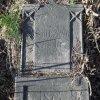 Žalmanov - Bluartzský kříž | přední strana rozvaleného podstavce - březen 2017