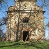 Verušičky - kaple Nejsvětější Trojice | zchátralá kaple od západu - duben 2012