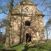 Verušičky - kaple Nejsvětější Trojice | vstupní průčelí kaple - duben 2012