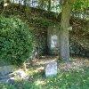 Korunní - pomník obětem 1. světové války | zdevastovaný pomník obětem 1. světové války u vsi Korunní - říjen 2013