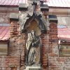 Velichov - kostel Nanebevzetí Panny Marie | socha sv. Korony na sakristii - březen 2014