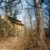 Javorná - kostel sv. Jana Nepomuckého | zchátralý kostel ze zarostlé zámecké zahrady - duben 2002