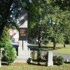 Luka - pomník obětem 1. světové války | zadní strana pomníku padlým s novodobou deskou - září 2013