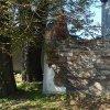 Vykmanov - kaple   jihovýchodní průčelí zdevastované kamenné kaple ve Vykmanově před celkovou obnovou - září 2013