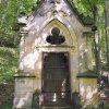 Korunní Kyselka - pohřební kaple Carla Gölsdorfa | vstupní průčelí pohřební kaple - červen 2017