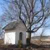 Verušice - Tuchtova kaple   Tuchtova kaple na severním okraji vsi - březen 2011