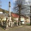 Jáchymov - sloup se sousoším Nejsvětější Trojice | barokní sloup se sousoším Nejsvětější Trojice - duben 2014