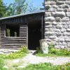 Tisová - rozhledna Pajndl | dřevěný turistický přístřešek u paty rozhledny - červen 2010