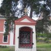Valeč - kaplička Nejsvětější Trojice | přední strana kapličky - červenec 2009