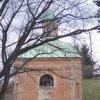 Ostrov - kaple sv. Floriána | vstupní průčelí zchátralé kaple roku 2005