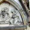 Horní Hrad - kaple sv. Michaela Archanděla | datail poničené sochařské výzdoby tympanonu portálu kaple sv. Michaela Archanděla - duben 2004