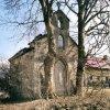Suchá - kaple | vstupní průčelí zchátralé kaple před rekonstrukcí - listopad 2006