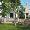 Poseč - pomník obětem 1. světové války | přední strana obnoveného pomníku obětem 1. světové války na návsi uprostřed vsi Poseč - červen 2017