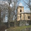 Lochotín - kostel Nanebevzetí Panny Marie | jižní průčelí zdevastovaného kostela Nanebevzetí Panny Marie v bývalém Lochotíně - duben 2019