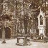 """Karlovy Vary - kaplička """"Obraz""""   kaplička Obraz s přilehlým altánem na počátku 20. století"""