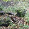 Svatobor - socha sv. Jana Nepomuckého | části rozvalené sochy sv. Jana Nepomuckého - říjen 2007