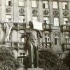 Karlovy Vary - pomník Vladimíra Iljiče Lenina | pomník během prostestů v srpnu 1968