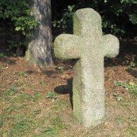Komorní Dvůr - smírčí kříž