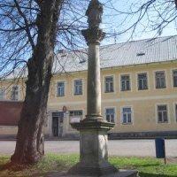 Horní Blatná - sloup se sochou sv. Jana Nepomuckého